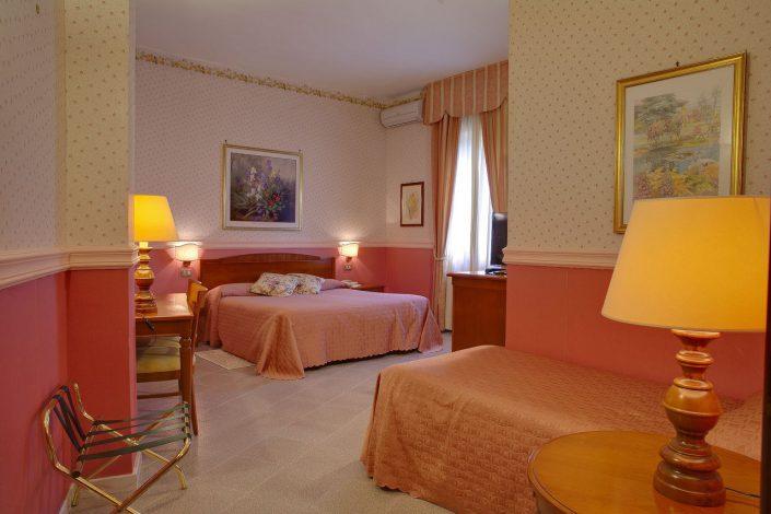 camera superior hotel miralago
